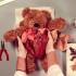 【グロ注意】テディベアが開腹手術を受ける動画が色々とヤバイw